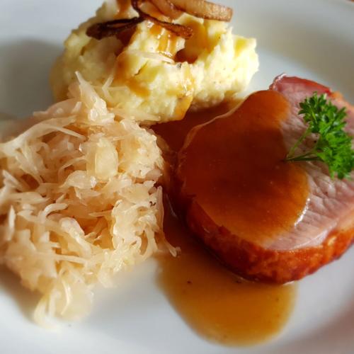 Kasseler mit Sauerkraut und Kartoffelpüree - Rezept auf Rezept-Buch.de